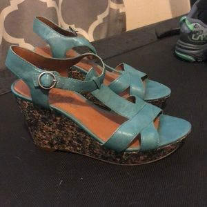 New lucky brand wedges blue flower size 9.5